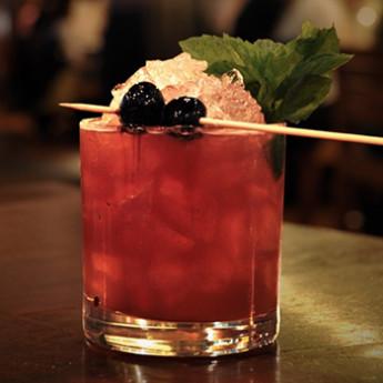 коктейль с яблочным соком и джином