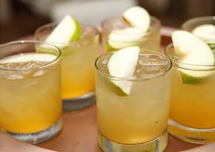 Коктейль с яблоком Зловещее проклятие (Evil Spell cocktail)
