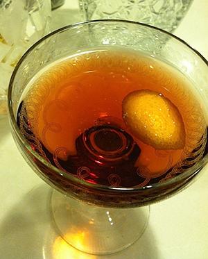 рецепт коктейля с виски и горящей апельсиновой цедрой