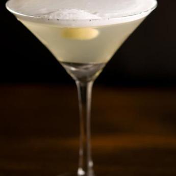 Дымчатый коктейль Smoky Martini