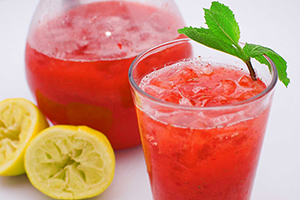 Безалкогольные летние коктейли. Клубничный лимонад