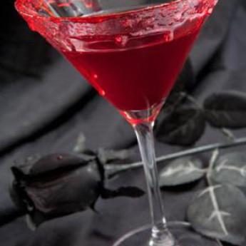Как приготовить коктейль Поцелуй вампира