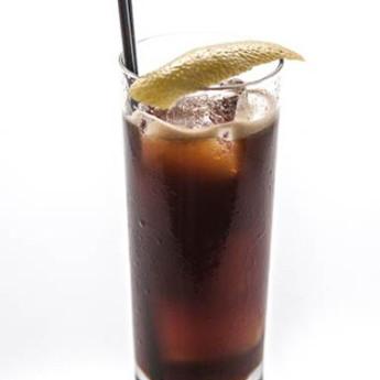 Черный коктейль «Циркач» с ромом и Малибу