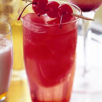 Коктейль на основе Егермейстера Вишневая бомба (Cherry bomb cocktail)