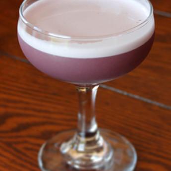 коктейль с джином и яичным белком