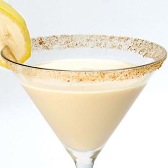 Коктейль-объедение Бананово-сливочный пирог (Banana Cream Pie cocktail)